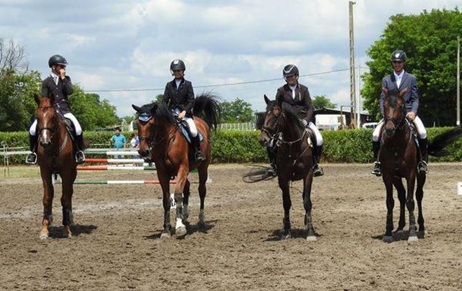 Csapatversenyt nyertek Mórahalmon a Kéktói Ménes LSE lovasai