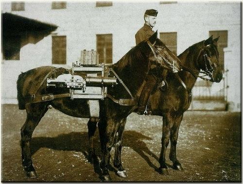 7M Schwarzlose géppuska málházása két lovon a huszár egységeknél